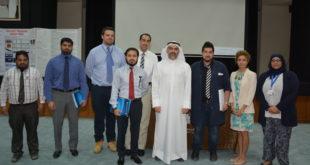 د. محمد الصفار متوسطا مجموعة من معلمي ومعلمات المدارس الأجنبية