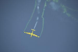 استعراض لإحدى الطائرات خلال منافسات البطولة
